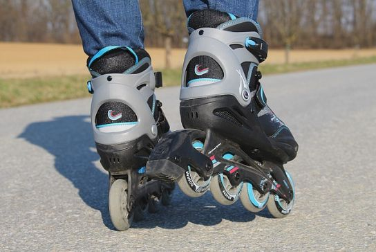 How is start rollerblading